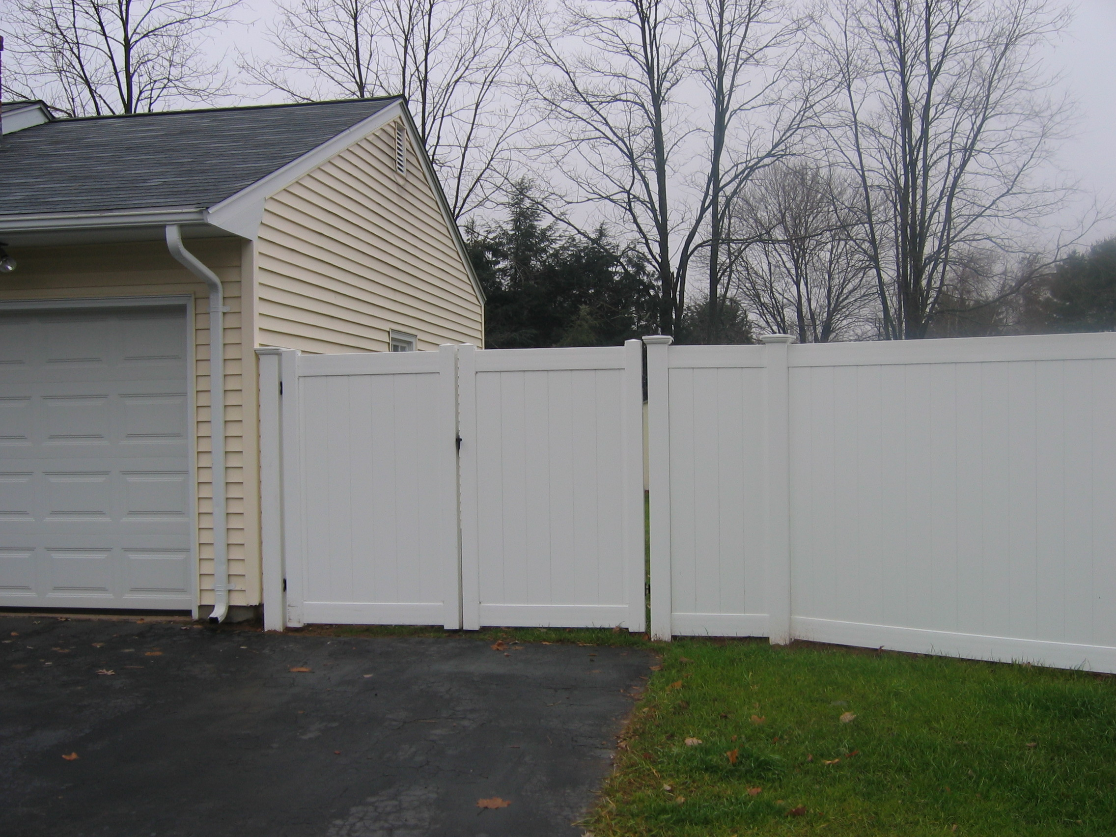 Vinyl Privacy Fence. Gate Vinyl Privacy Fence